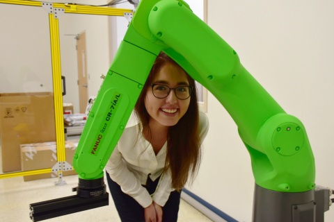 Juliana with robot at SICK internship